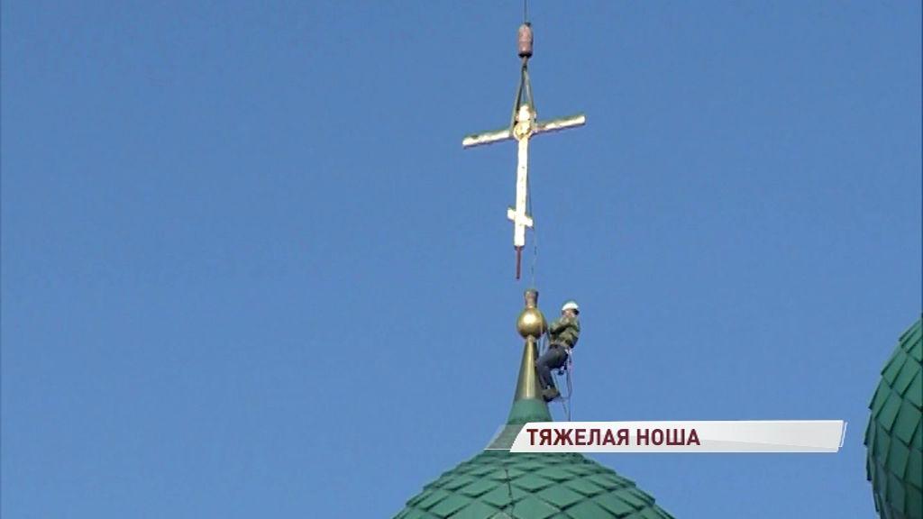 400 кило металла плюс груз ответственности: с храма Ильи Пророка впервые сняли кресты