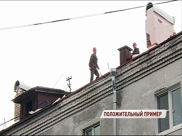 В доме на Рыбинской продолжается капремонт крыши