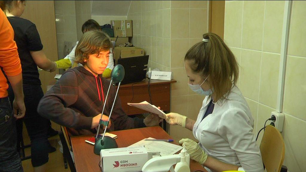Учителей и студентов отправили на прием к медикам: в регионе стартовал молодежный проект