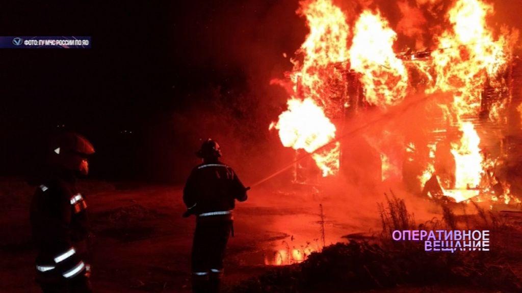 В Ярославле загорелись склады на площади в 200 квадратных метров