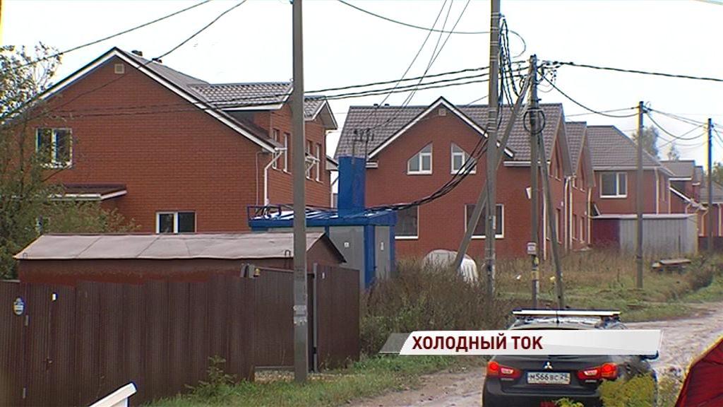 Без света и тепла: жители Толгоболи всю рабочую неделю пытались вернуть в дома электричество