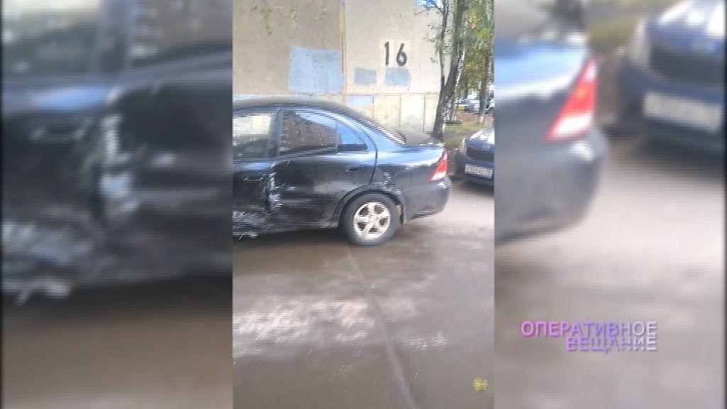 В брагинском дворе водитель иномарки протаранил несколько автомобилей