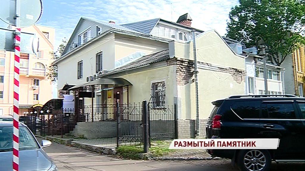 Дом с вековой историей в Ярославле заливает кипятком: кто в ответе за коммунальное ЧП