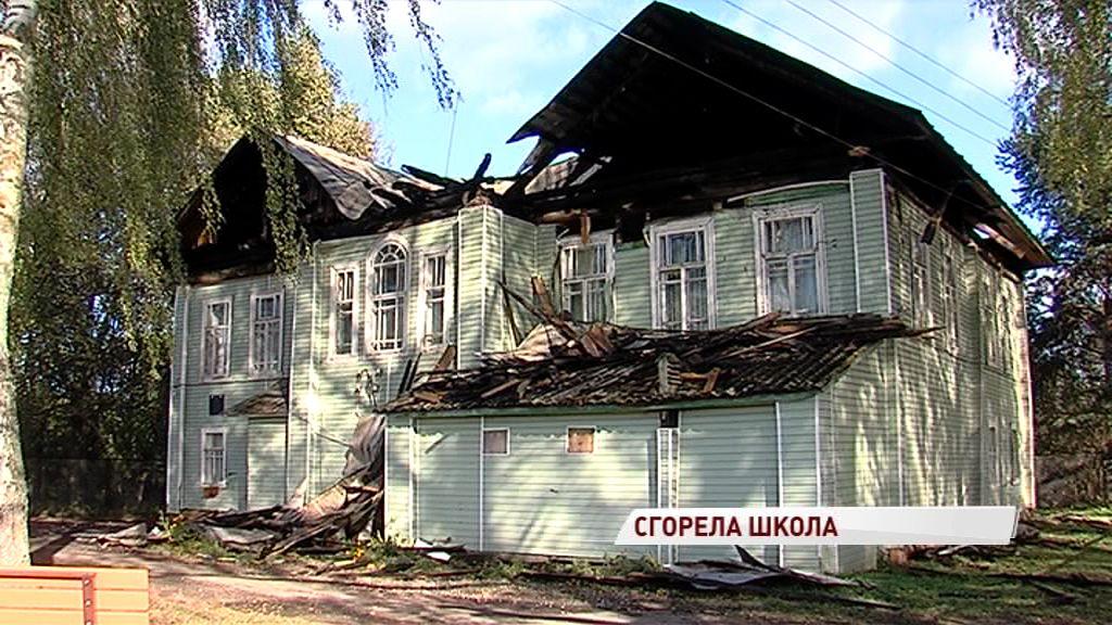 Праздник со слезами: накануне Дня учителя в Ростовском районе сгорела школа