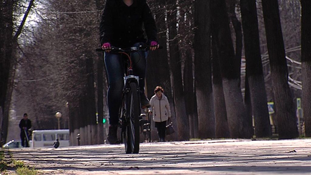 В Рыбинском районе подросток на велосипеде попал под колеса легковушки