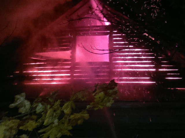 В Угличе полыхал дачный дом