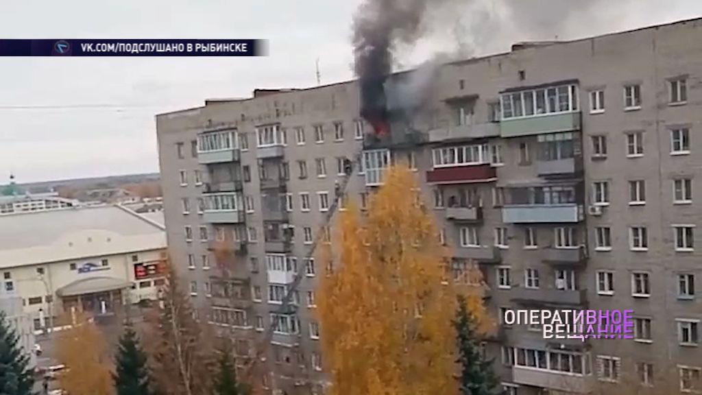 Жители Рыбинска спаслись из полыхающей квартиры, спустившись по пожарной лестнице с 9 этажа