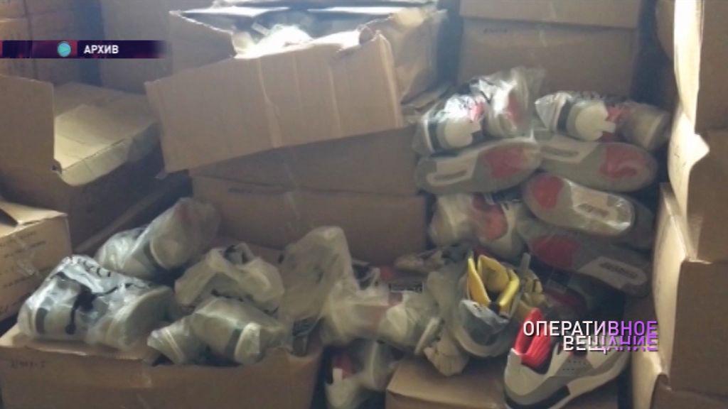 Таможенники задержали более двух тысяч пар «фирменных» кроссовок