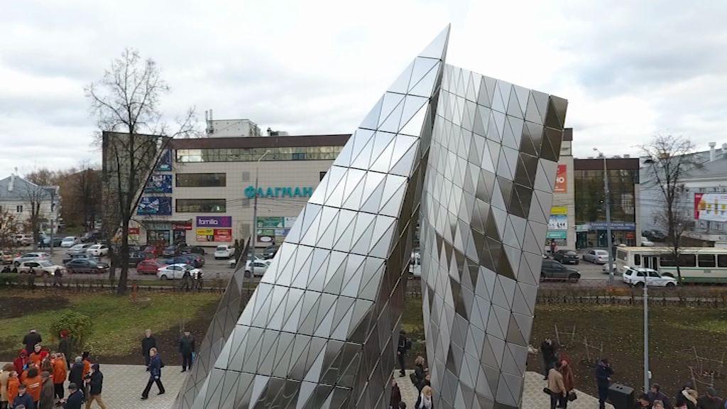В Ярославле открыли памятник столетию комсомола: в чем суть архитектурного решения