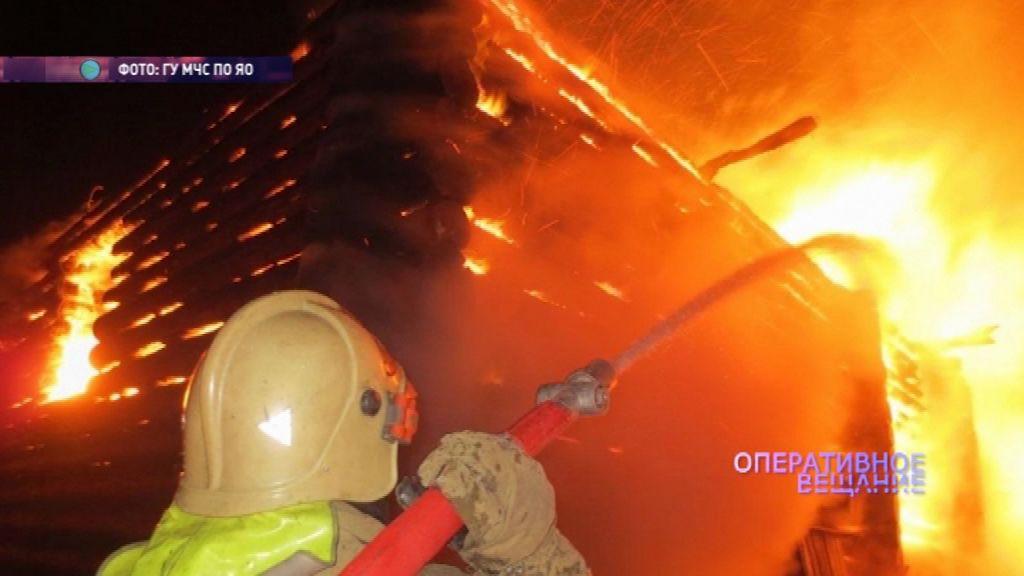 Пожарные пять часов боролись с огнем в Некрасовском районе