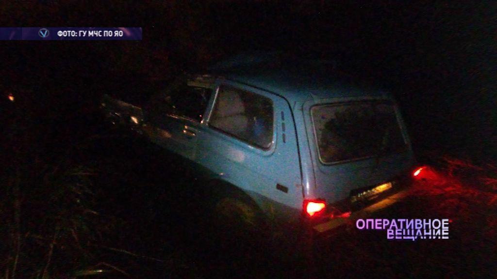ДТП под Ярославлем: один автомобиль чуть не утонул в канаве