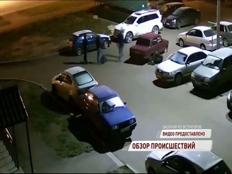 ВИДЕО: Брагинские разборки: водителя вытащили из вишневой «семерки» и избили