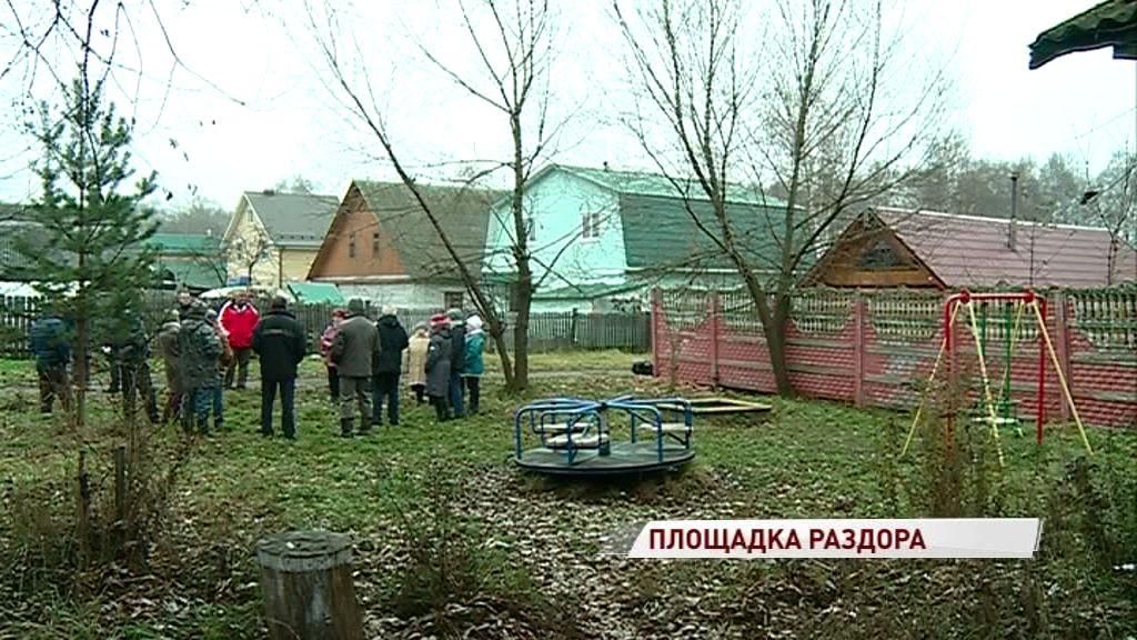 Жители Кармановского протестуют из-за сноса единственной детской площадки под строительство дома
