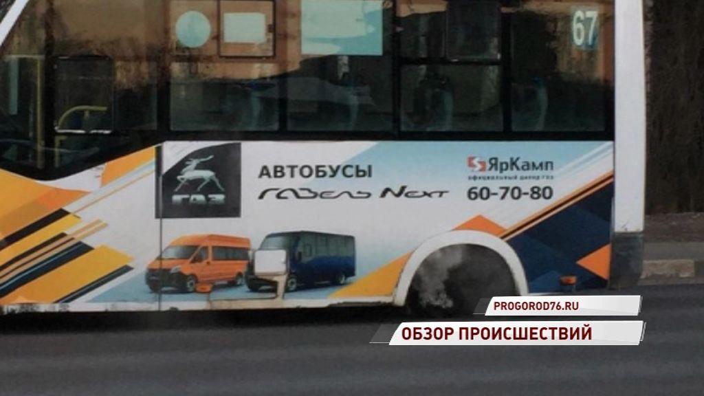 На проспекте Авиаторов у маршрутки на ходу отлетело колесо