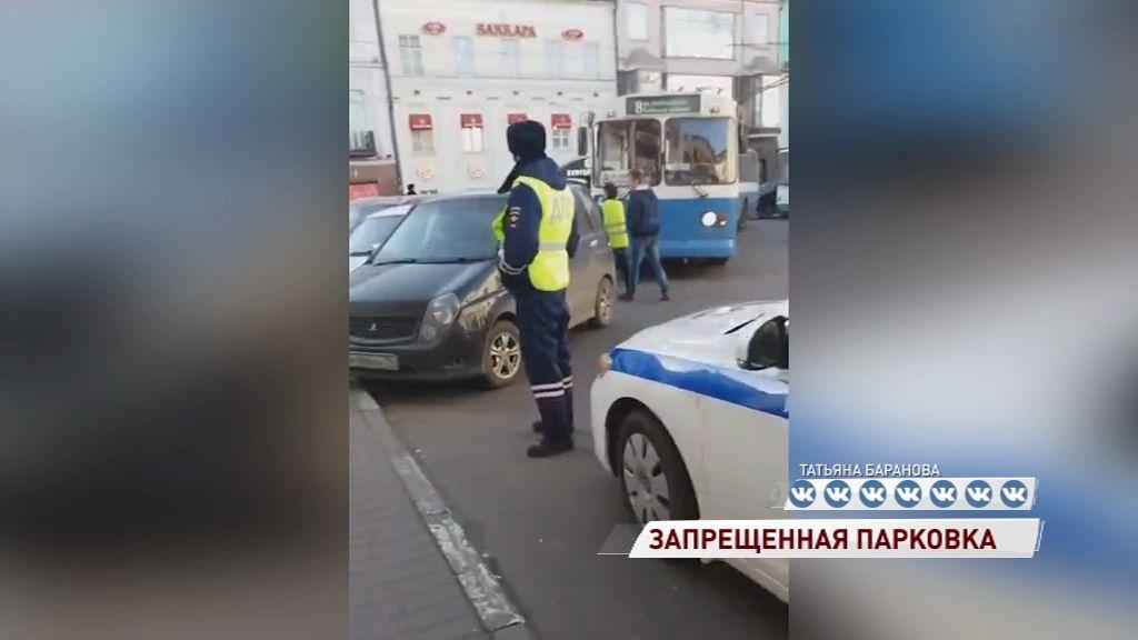 Горе-парковщик парализовал движение общественного транспорта в центре города