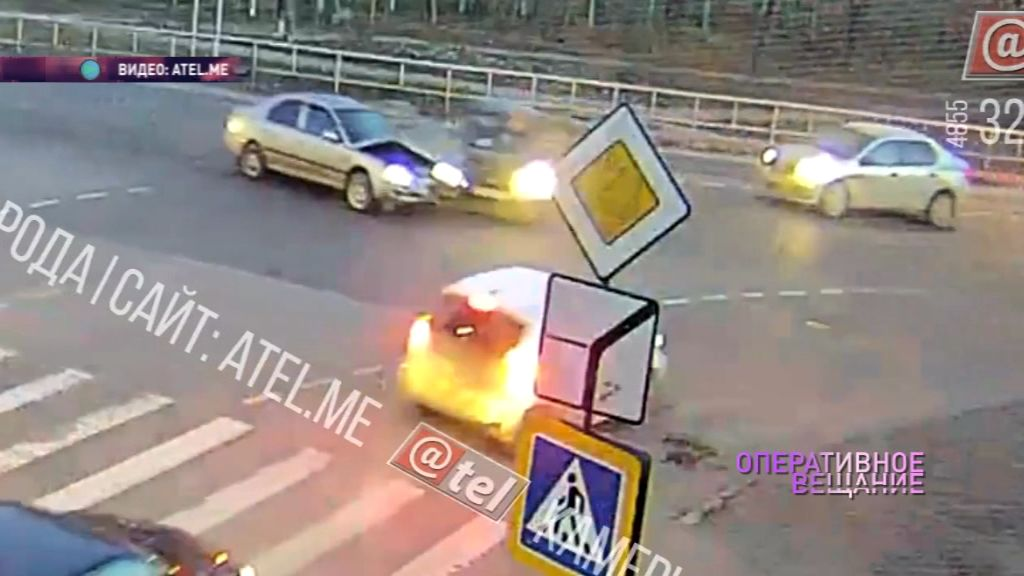 Тройное ДТП в Рыбинске попало на камеры видеонаблюдения