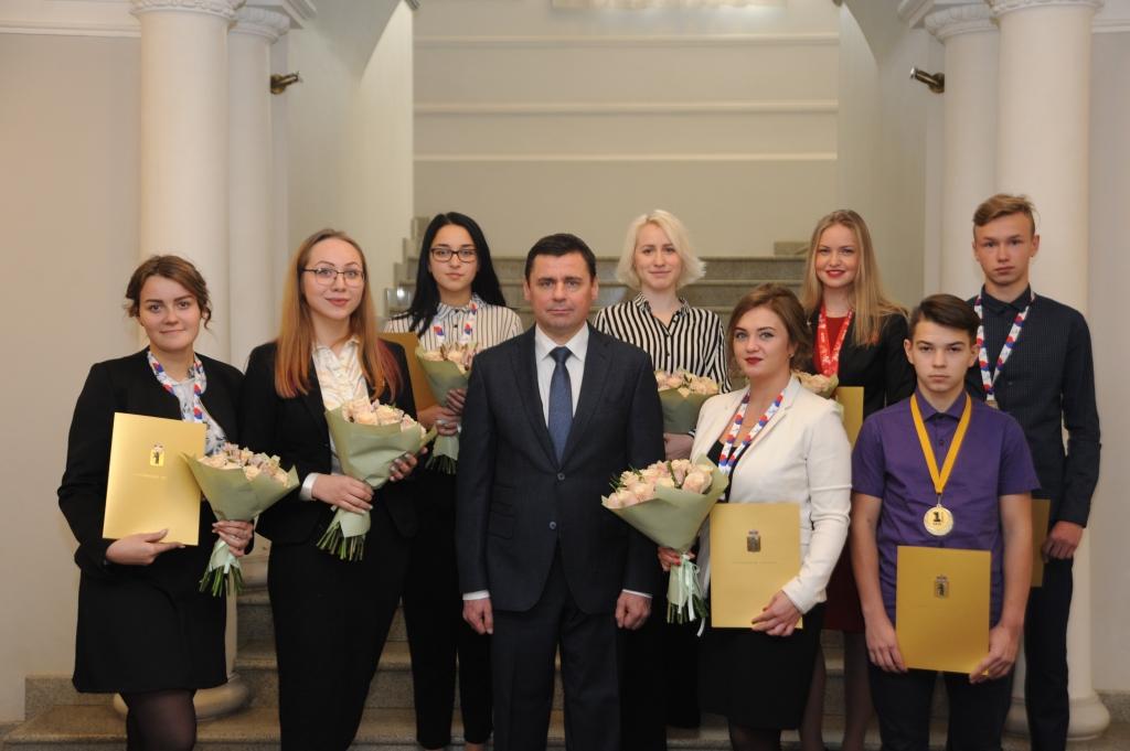Дмитрий Миронов вручил награды ярославским призерам конкурсов профессионального мастерства серии WorldSkills