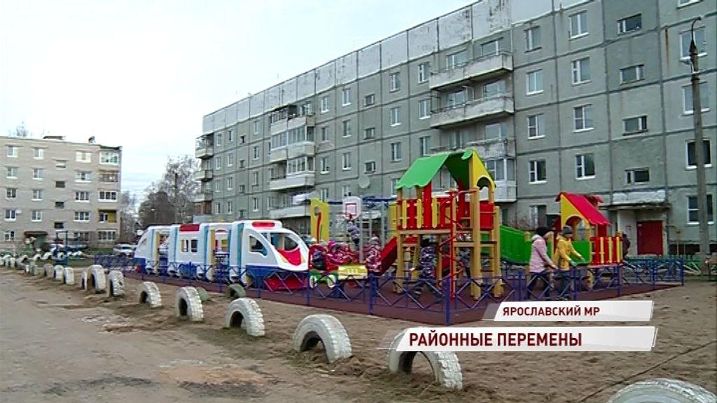 В Михайловском торжественно открыли долгожданную детскую площадку: что еще благоустроили в Ярославском районе