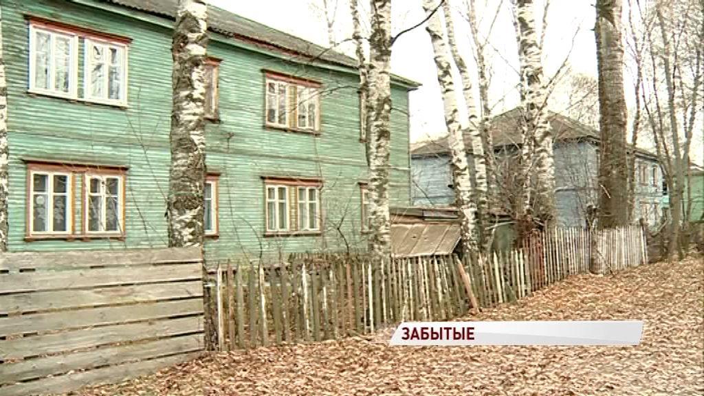 «Скоро расселять будет некого»: жители аварийной двухэтажки семь лет ждут новых квартир