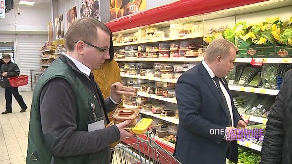 Бдительные контролеры проверили качество продуктов в ярославском супермаркет: какие нарушения выявлены