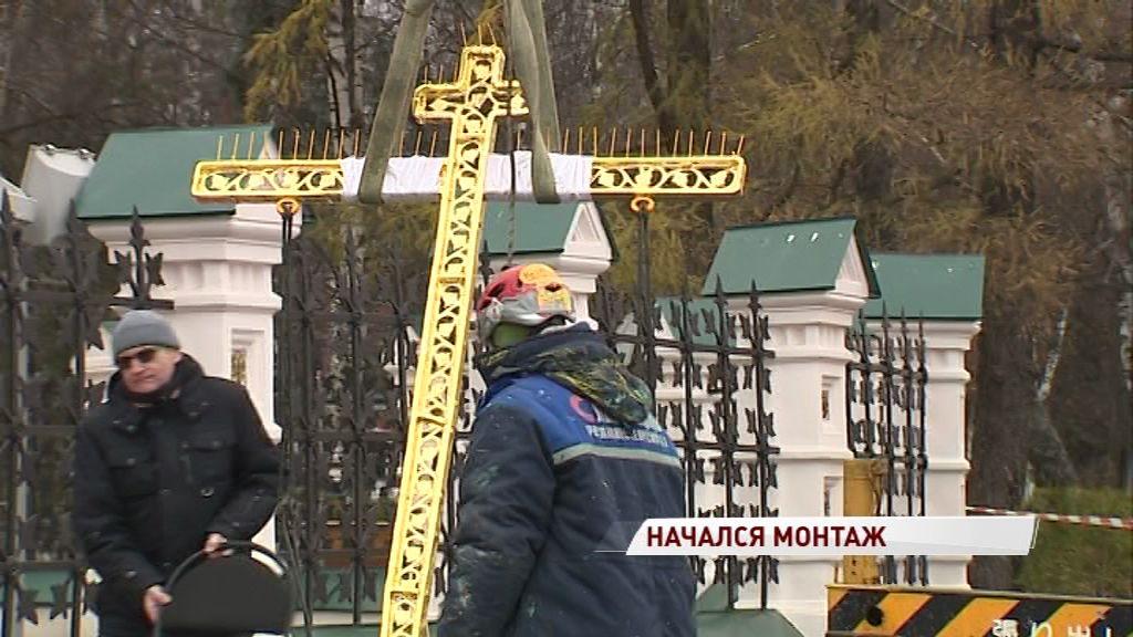 Отреставрированные кресты возвращаются на купола храма Ильи Пророка