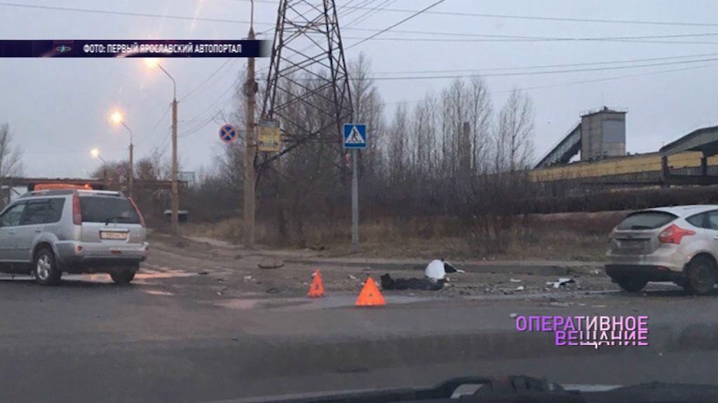 Осколки разлетелись по всему перекрестку: на Промышленной улице столкнулись две иномарки