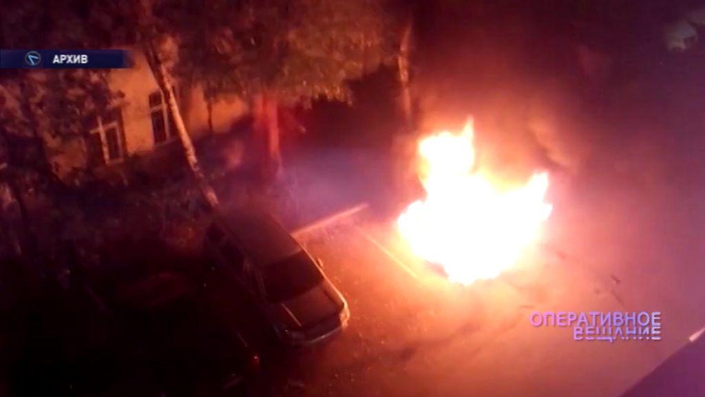 На Перекопе загорелся автомобиль: спасти его удалось только частично