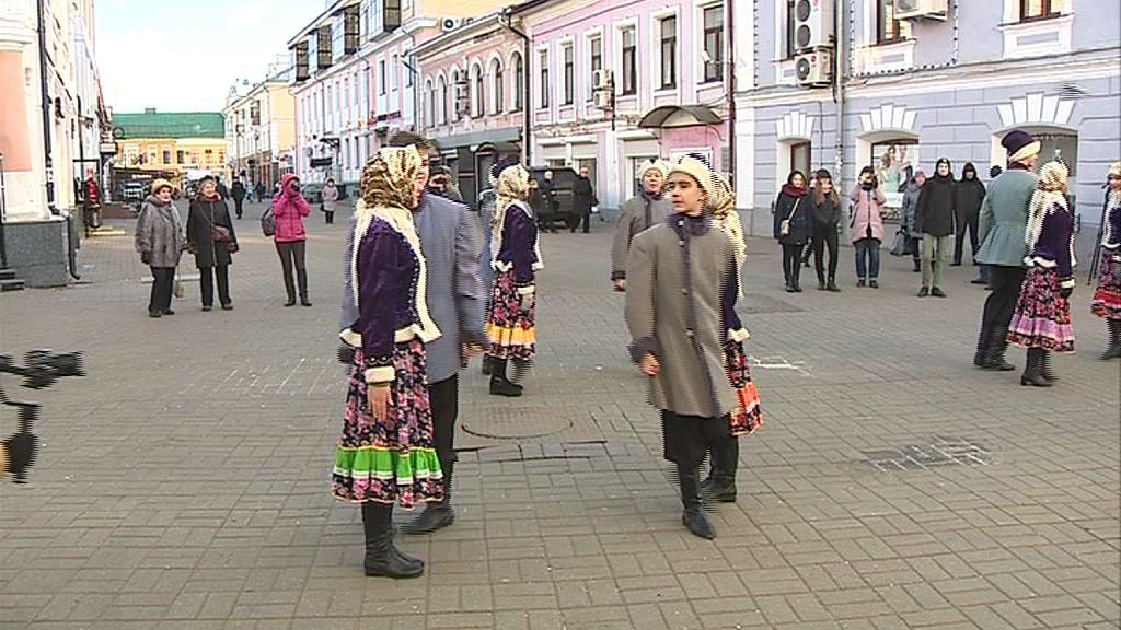 В честь Дня рождения Золотого кольца жители четырех городов вышли танцевать кадриль