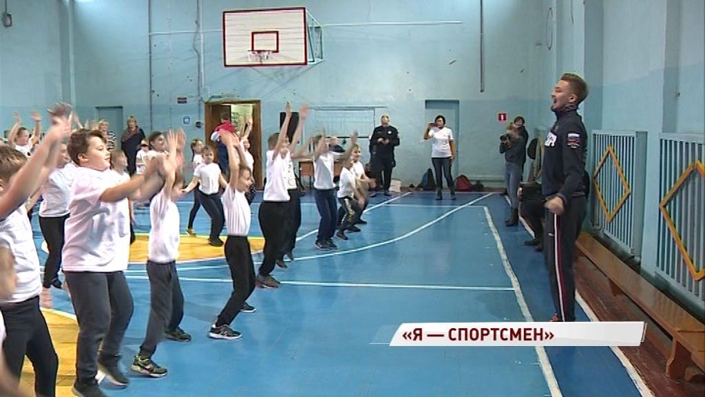 Ученики ярославской школы провели разминку с призером первенств мира рапиристом Ильей Дегтяревым