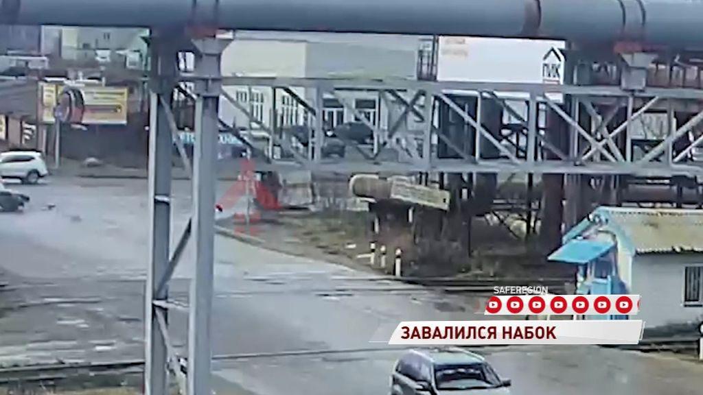 ВИДЕО: На Промышленном шоссе перевернулась «Газель»