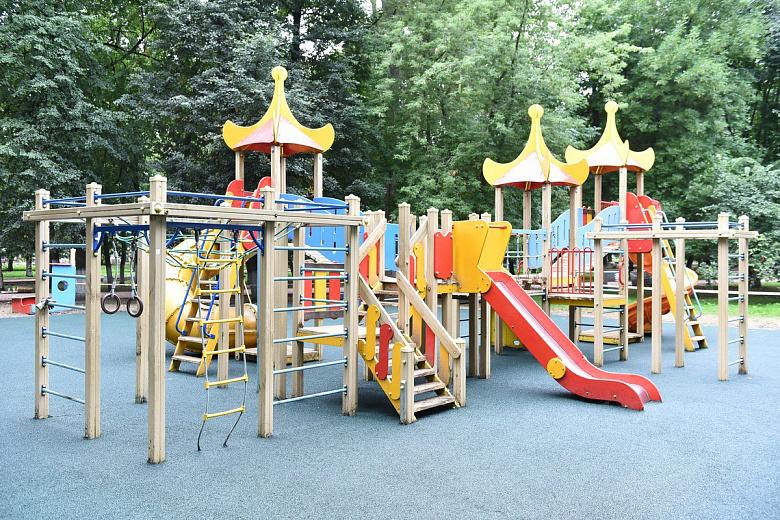 В Бутусовском парке поставят новый детский городок