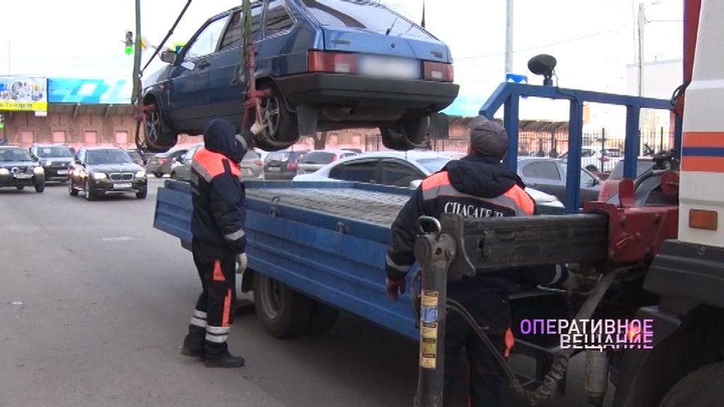 С улицы Победы эвакуировали нарушителей правил парковки