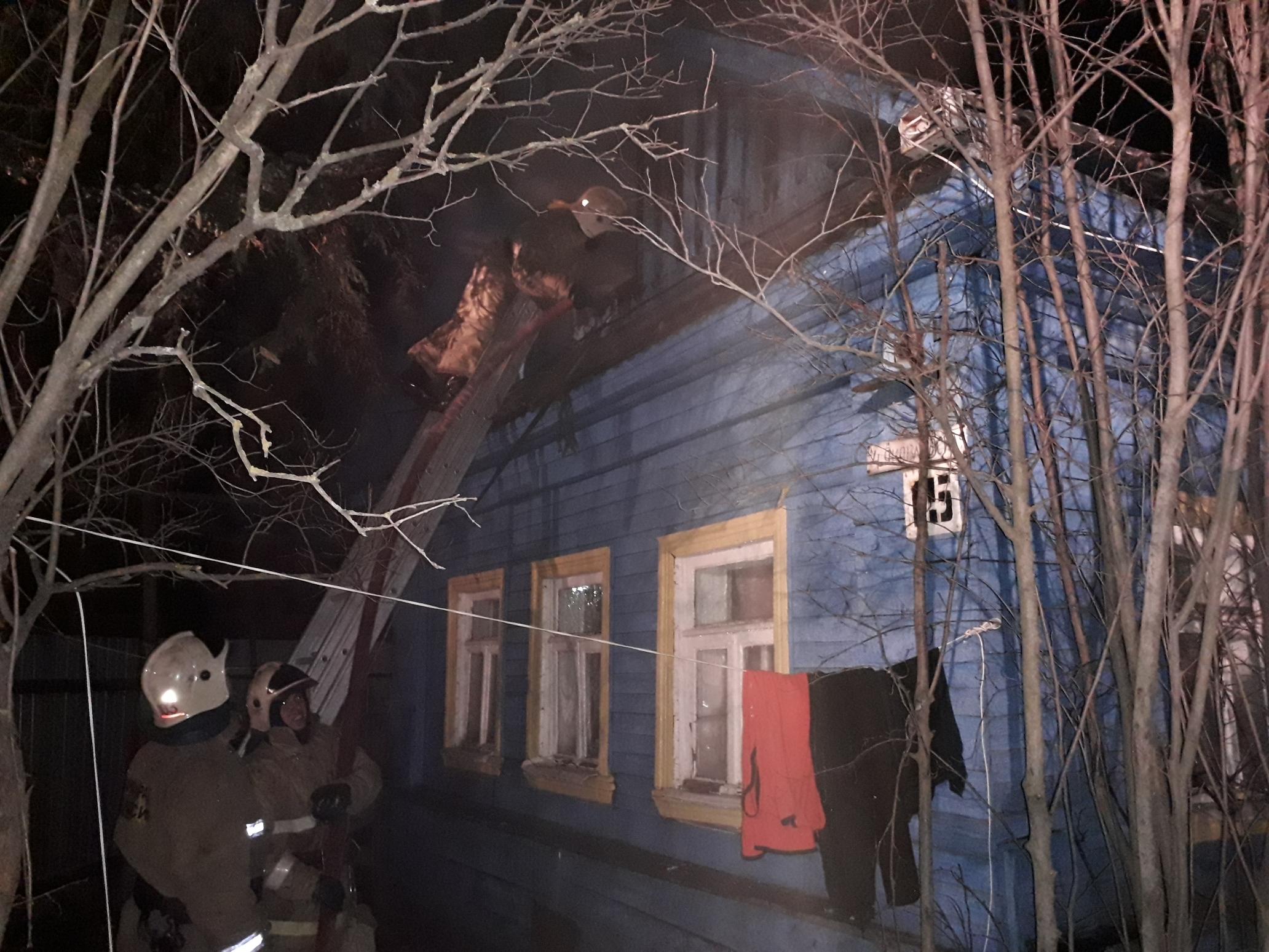 Три семьи с пятью малолетними детьми из-за пожара остались без крыши над головой