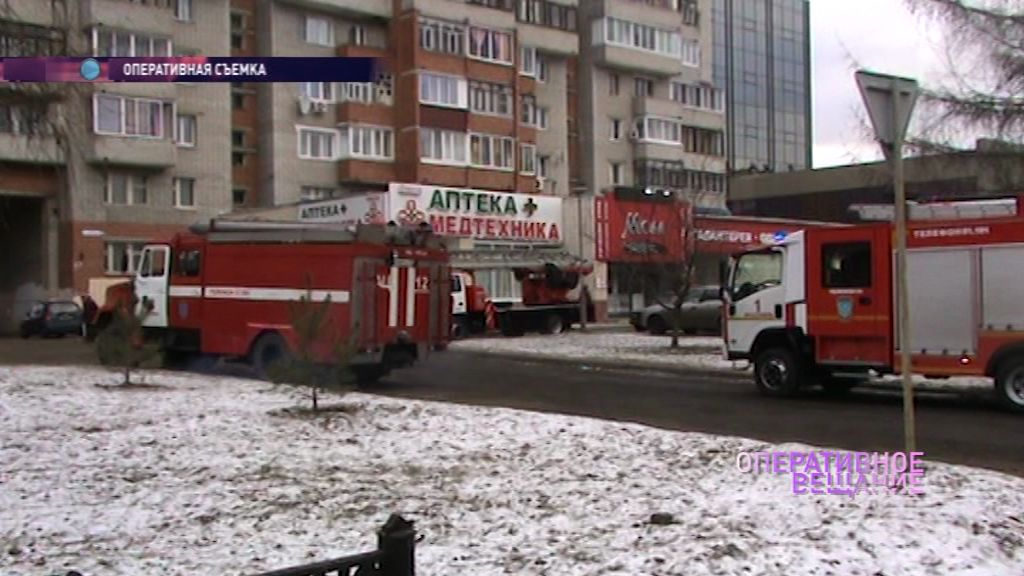 Пожарные приехали в салон красоты на Советской на сообщение о едком дыме из подвала