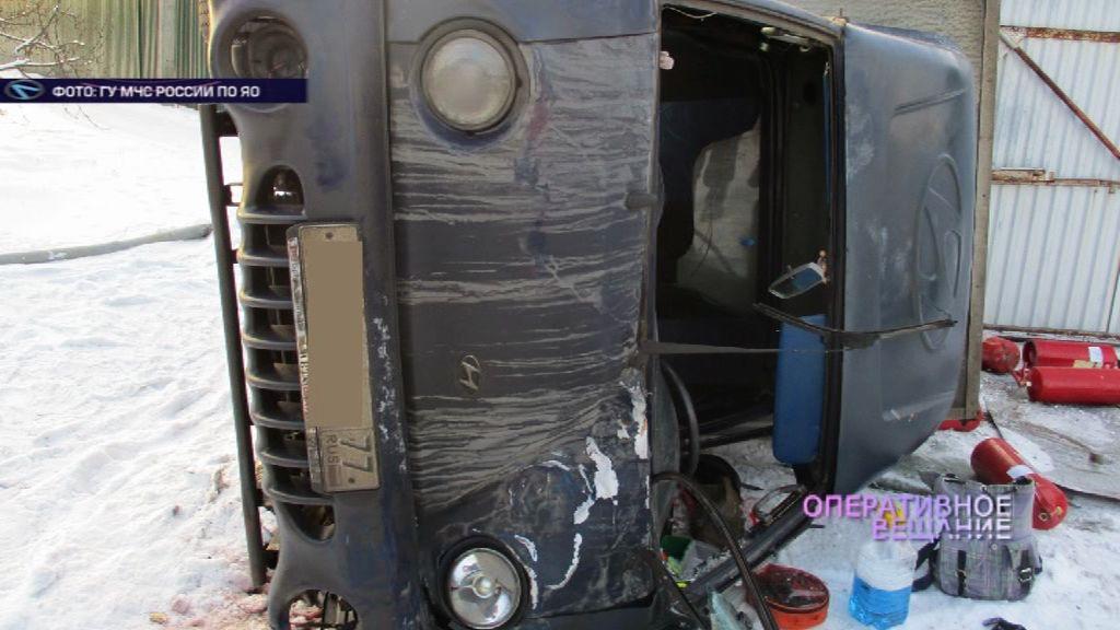 Под Переславлем опрокинулся небольшой грузовик