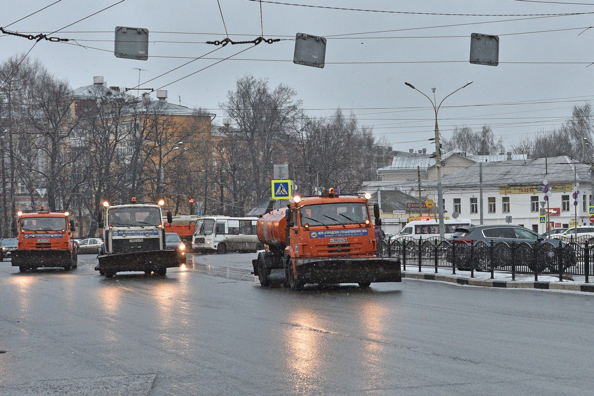 Владимир Волков потребовал убрать «кашу» с тротуаров Ярославля