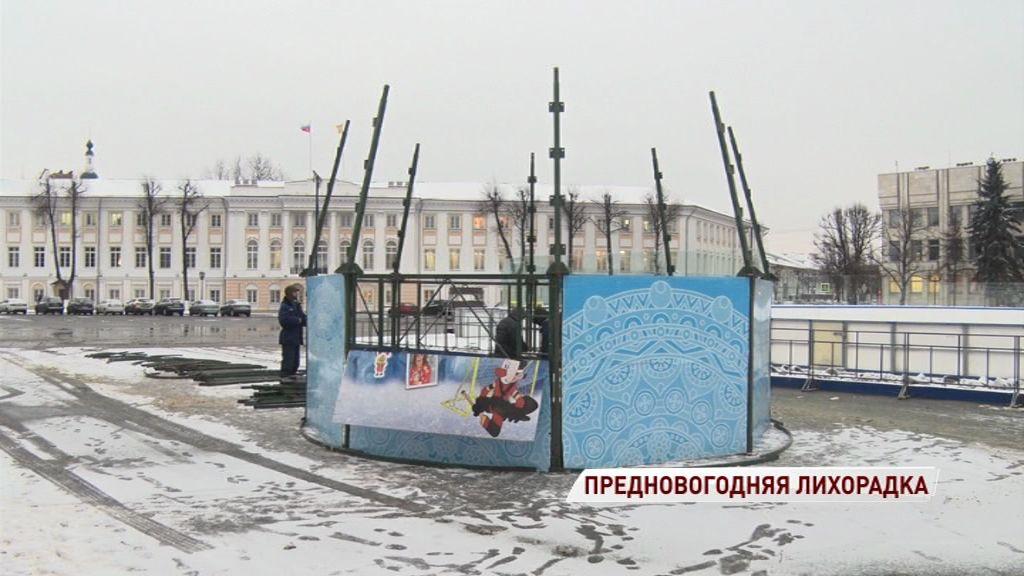 На Советской площади начался монтаж главной новогодней елки области