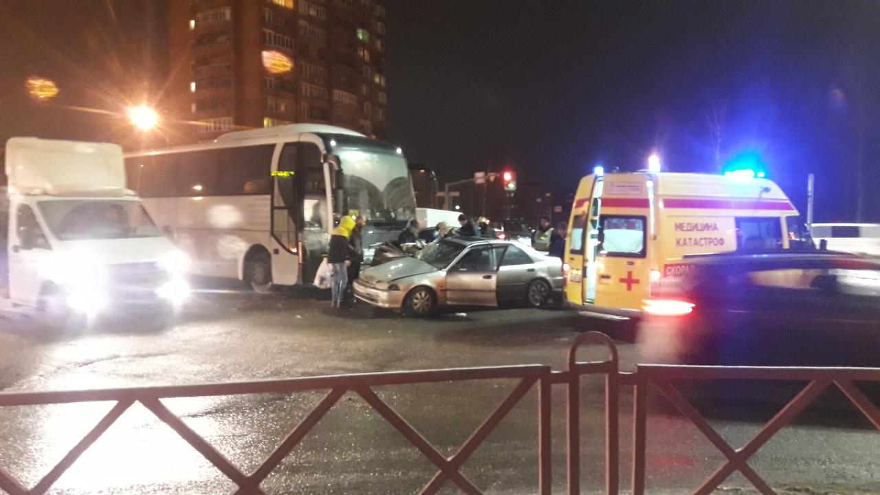 Автобус со знаком «дети» протаранил легковушку