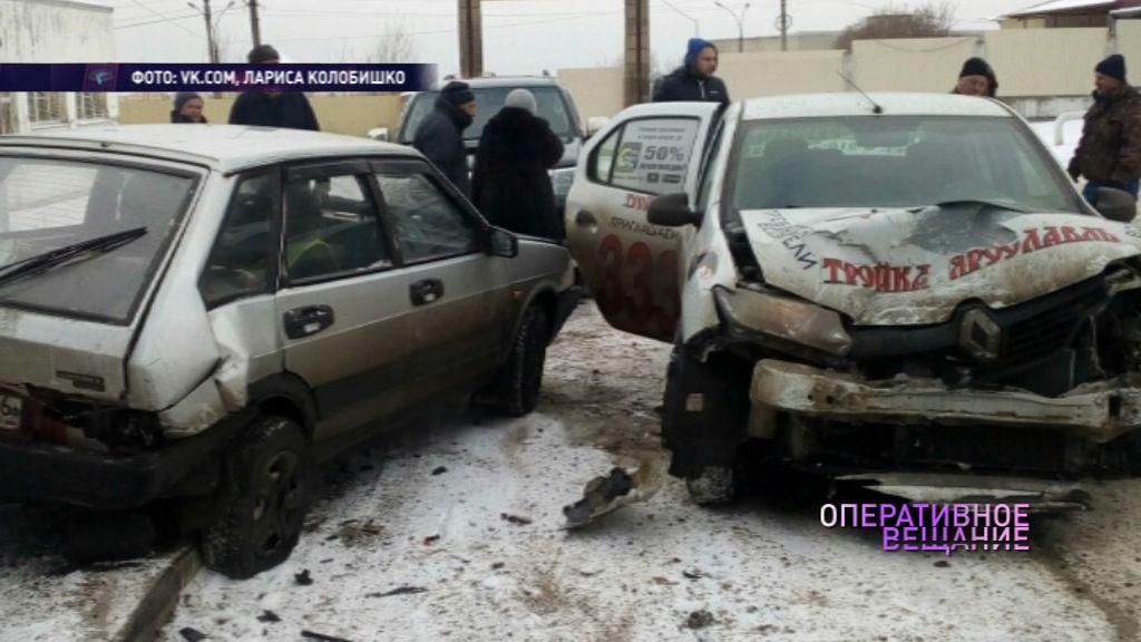 В Ярославском районе бульдозер протаранил легковое такси