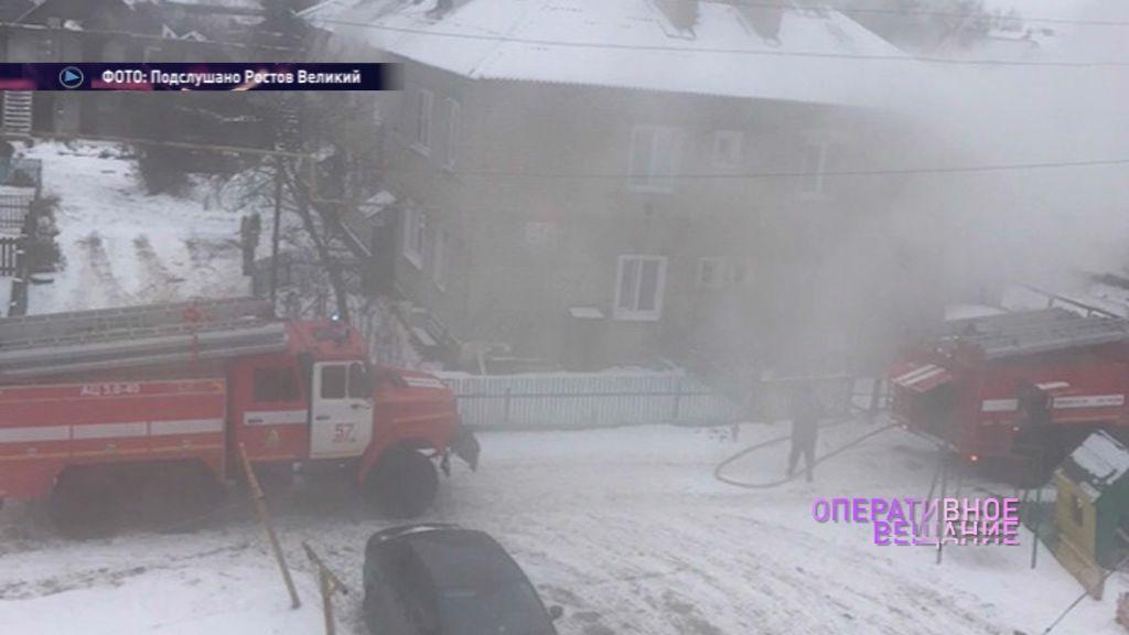В Ростове загорелась квартира в двухэтажке: хозяин отравился угарным газом