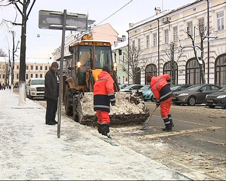 Ярославль утром встал в 9-бальных пробках: снегопад обрушился на город