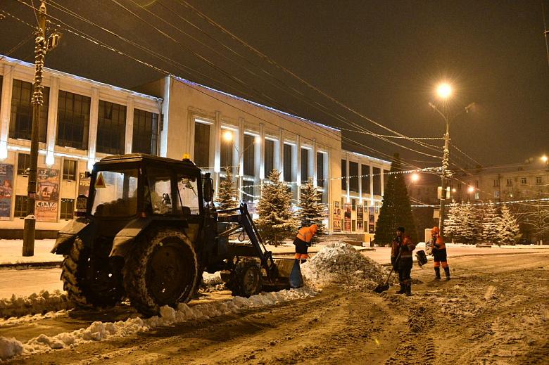 Улицы Ярославля круглосуточно чистят от снега