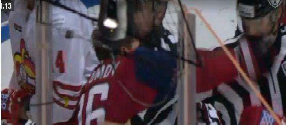 ВИДЕО: Хоккеист «Локомотива» ударил судью: что с линейным