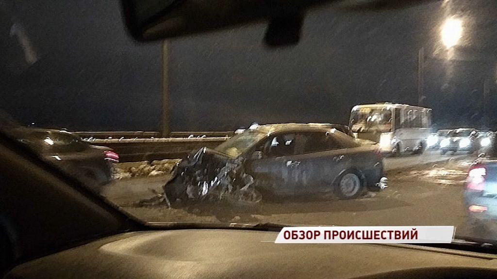 На Октябрьском мосту не разъехались две иномарки