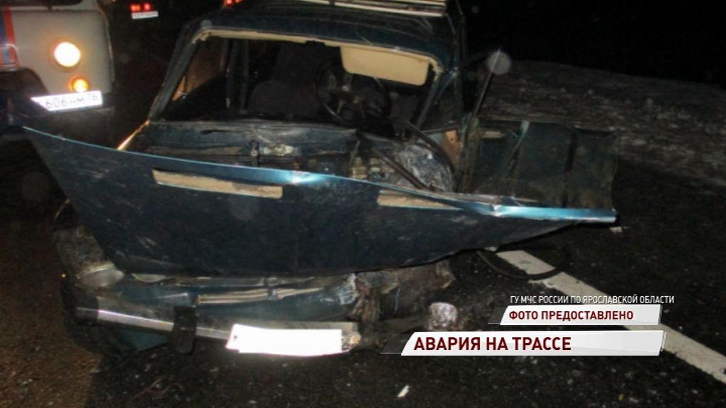 «Жигули» влетели под грузовик: водитель легковушки в больнице