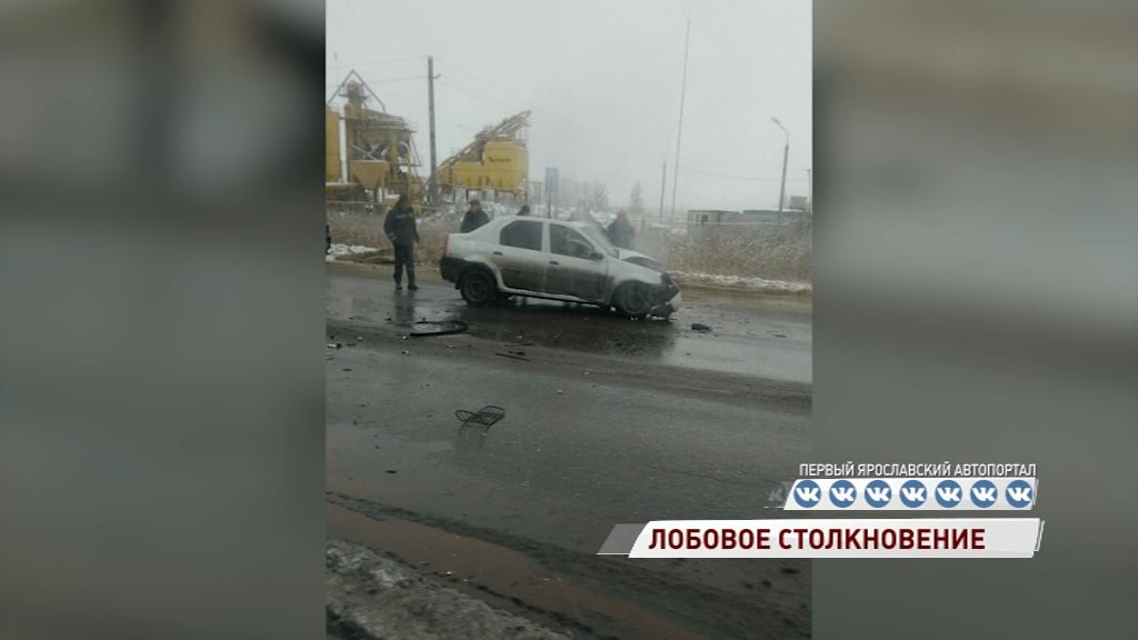 Лоб в лоб: на трассе Ярославль-Тутаев столкнулись два авто