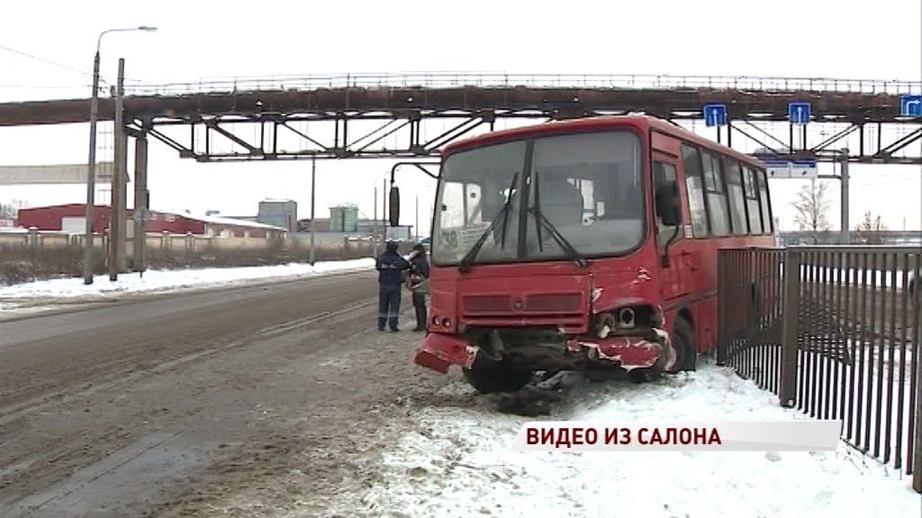 ВИДЕО: Кадры из салона маршрутки, попавшей в ДТП на Промышленном шоссе