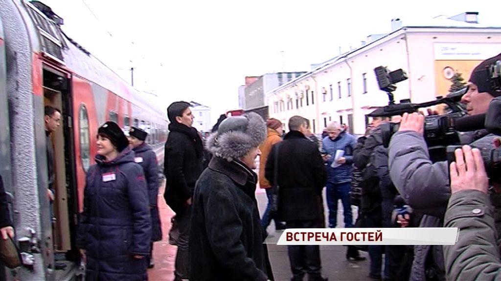 На открытие Года театра в Волковском приехал Юрий Куклачев и российские актеры театра и кино
