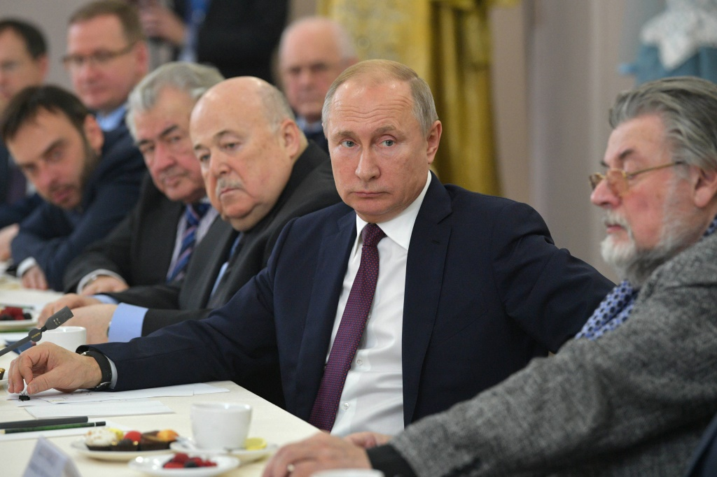Владимир Путин встретился с российскими актерами в Волковском