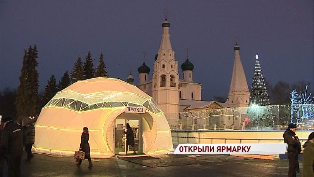 На Советской площади открыли главный каток региона